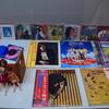 古いレコードとおもちゃ