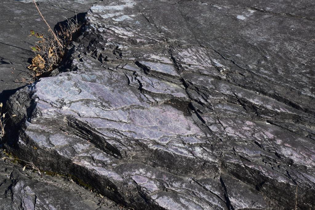 長瀞 紅簾石片岩2