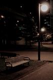 ベンチと街灯