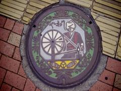 八尾市のマンホール
