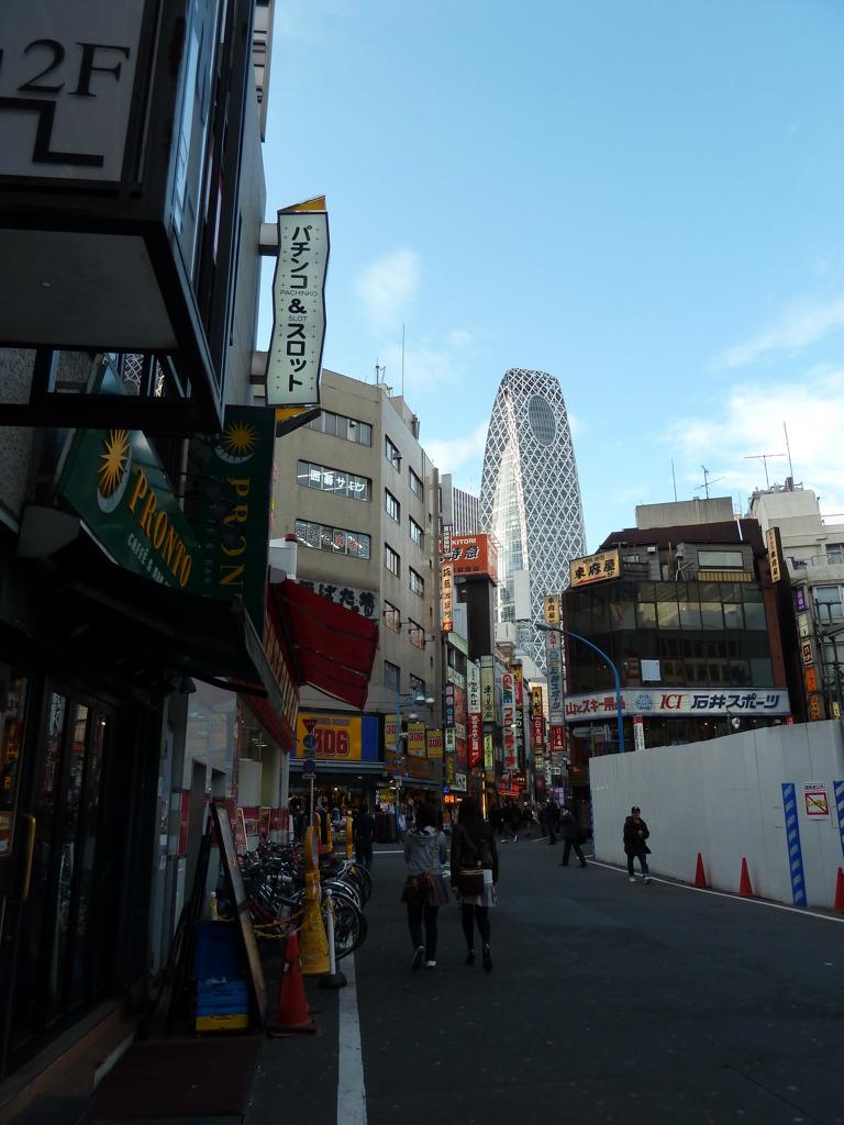 新宿西口の裏通り♪