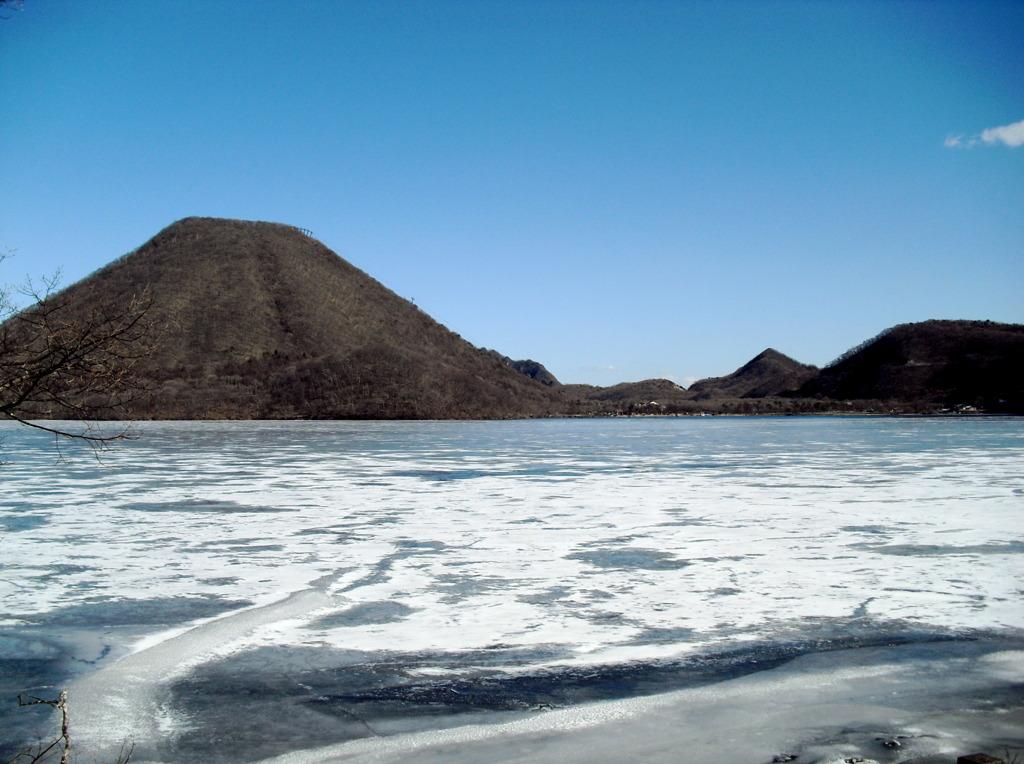 凍り付く榛名湖