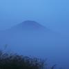 初秋に霞む富士