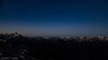 ブルーモーメントに浮かぶ白き峰