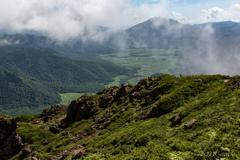 岩稜と尾瀬ヶ原