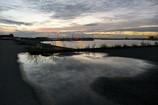 雨上がり、初秋を映す浜辺のディスプレー