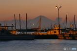 富士と赤い船隊