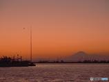 秋・漁港の夕べ・・・・富士とともに