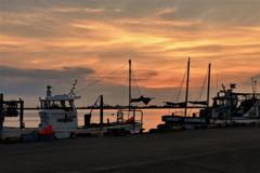 旗を休めて…夕凪の港