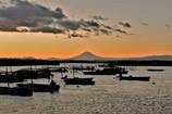 富津の海・・・海苔採り船と富士と