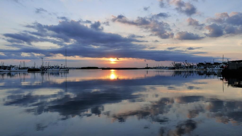 夕陽と流れる雲