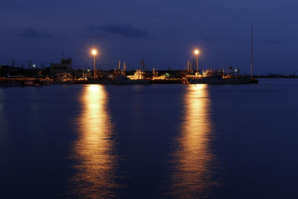 港に明かり灯る時