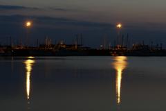 春…港の灯