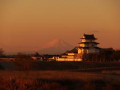 朝陽に輝く関宿の城