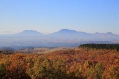 秋色の向こうの阿蘇五岳