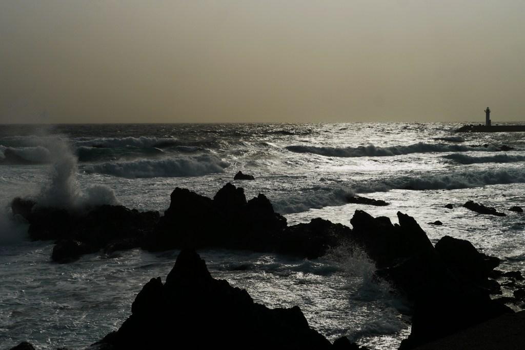 南風の脅威・・・今日の利尻の海