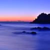 穏やかな朝の海辺にて