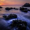 夜明けの岩礁