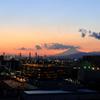 工業地帯の夕暮れと富士山