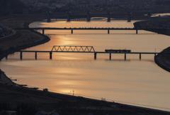 加古川橋梁を渡る電車