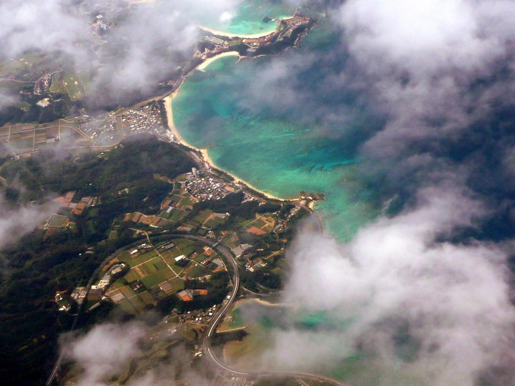 ついに沖縄上空へ