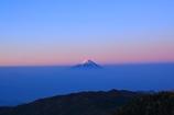雲海に浮かぶ紅富士