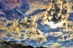 燃ゆる秋雲