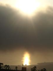 続く海の光道