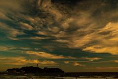夕方の江の島と雲