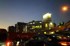 東京は夕焼けの下 01