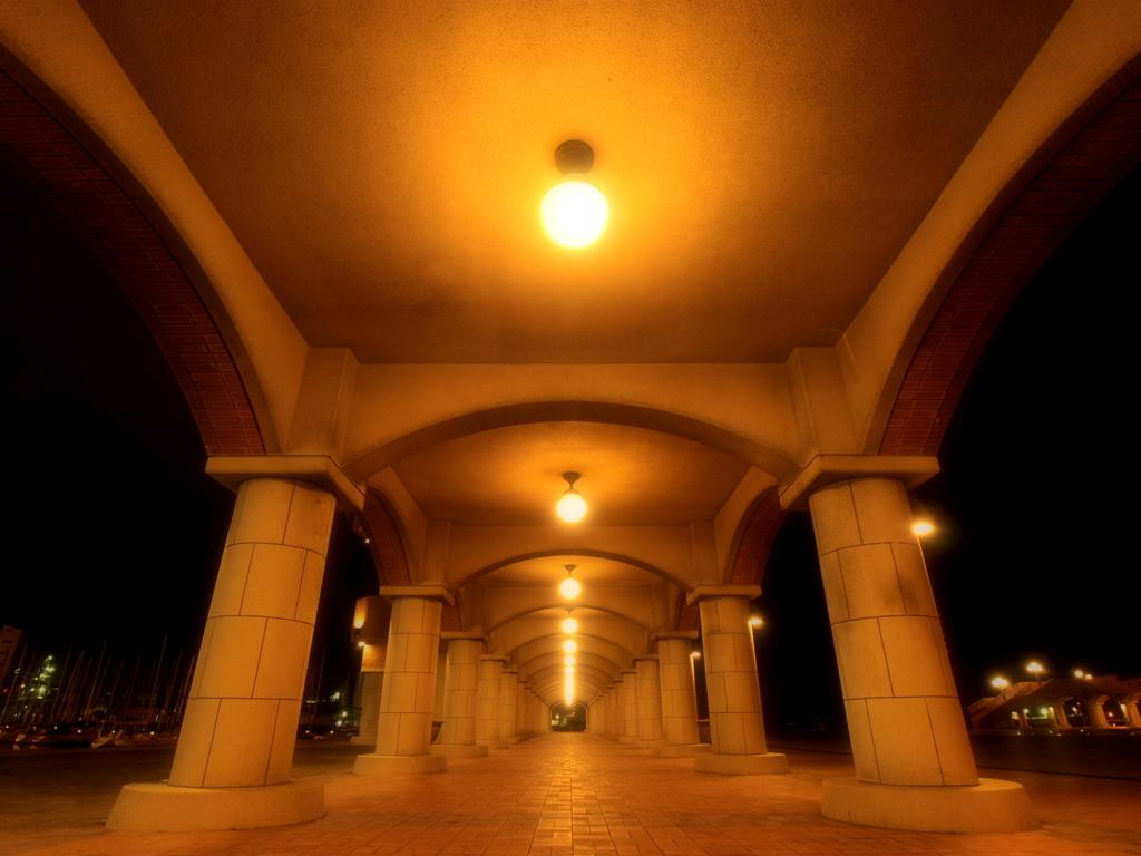 光と柱の連鎖