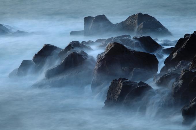 静かなる岩礁