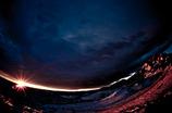 暗雲を打ち破る光