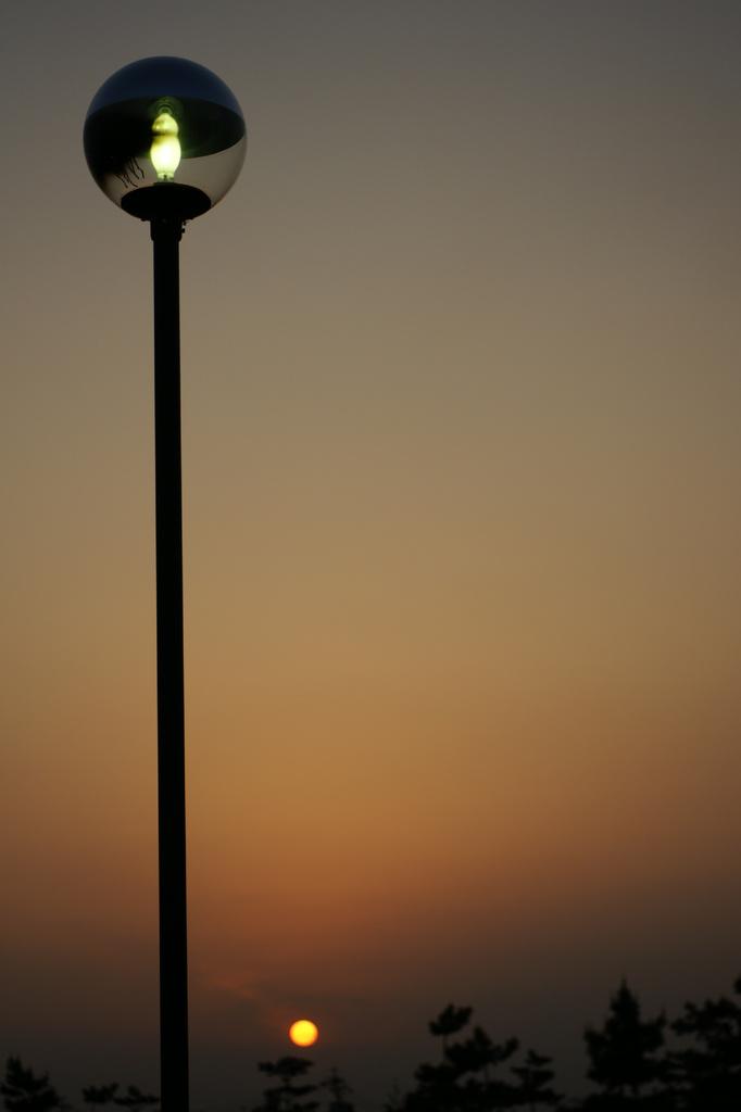 街灯と夕日