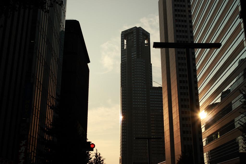 街に差す夕陽