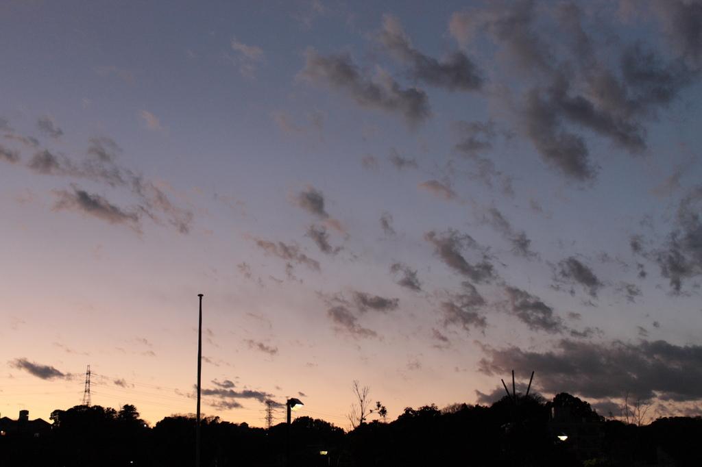 日が暮れて