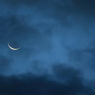 CANON Canon EOS Kiss X2で撮影した風景(夜明け前に臨む月)の写真(画像)