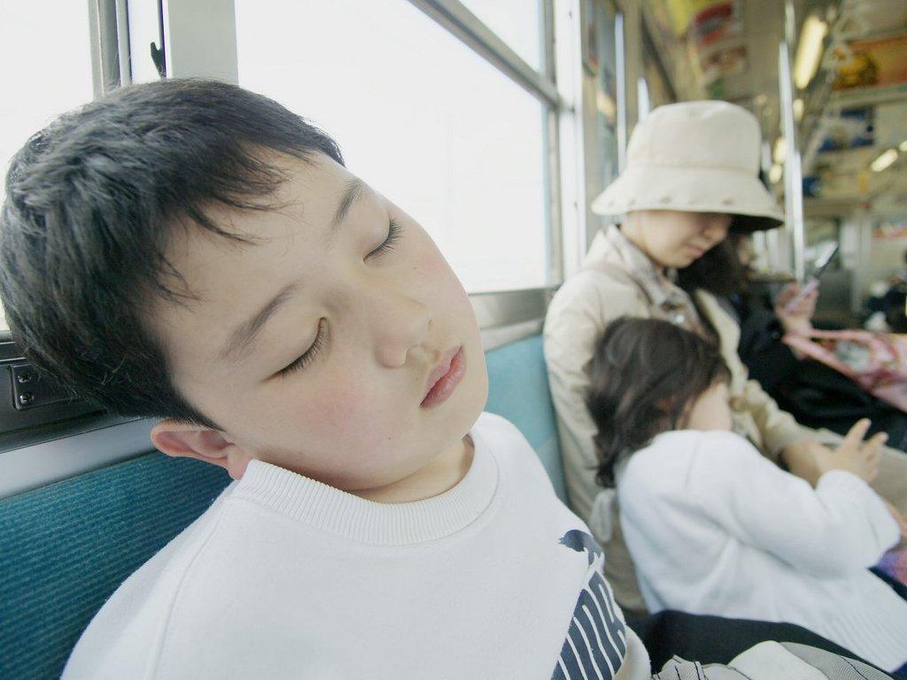 電車で寝る
