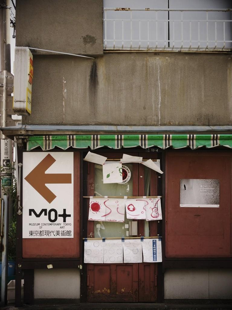 ノスタルジック壁とドア
