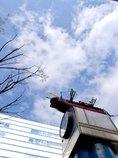 空と時計台の船