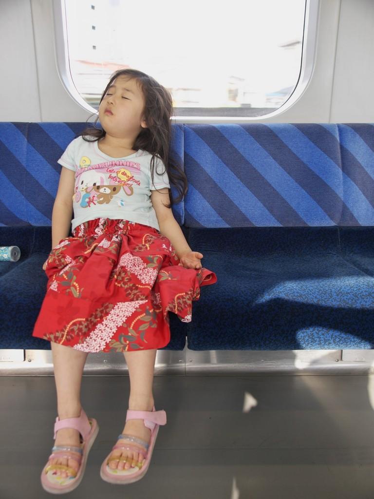 電車で寝る2