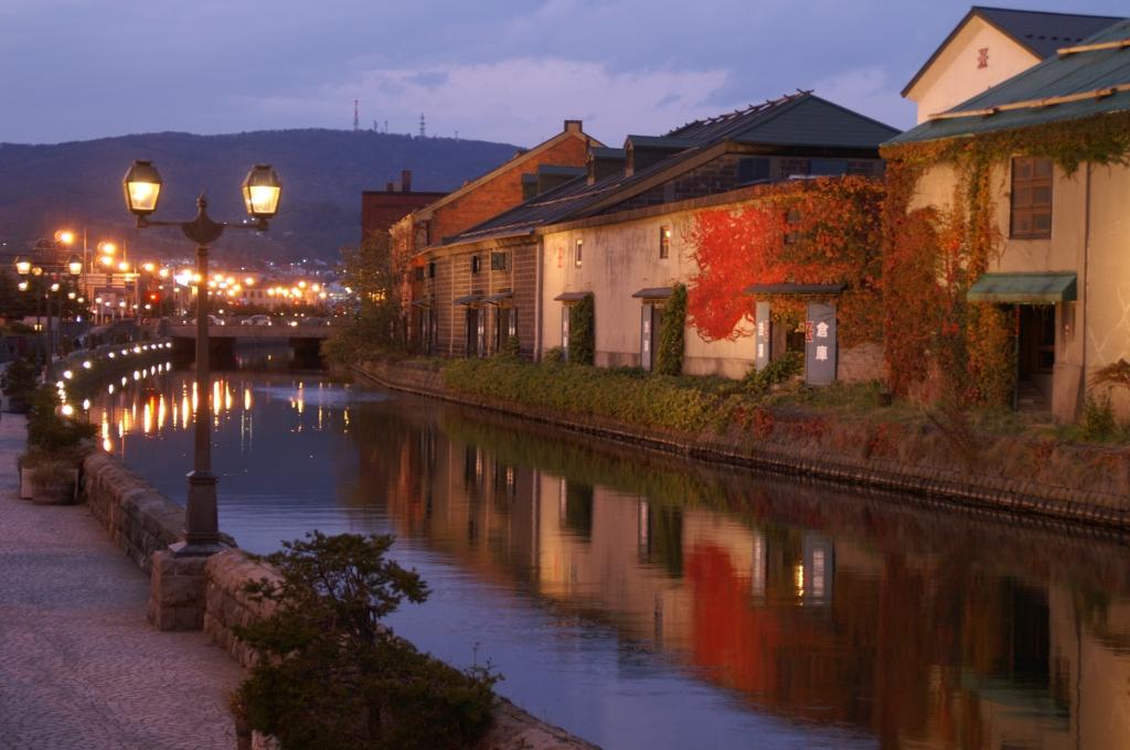 夕闇迫る運河