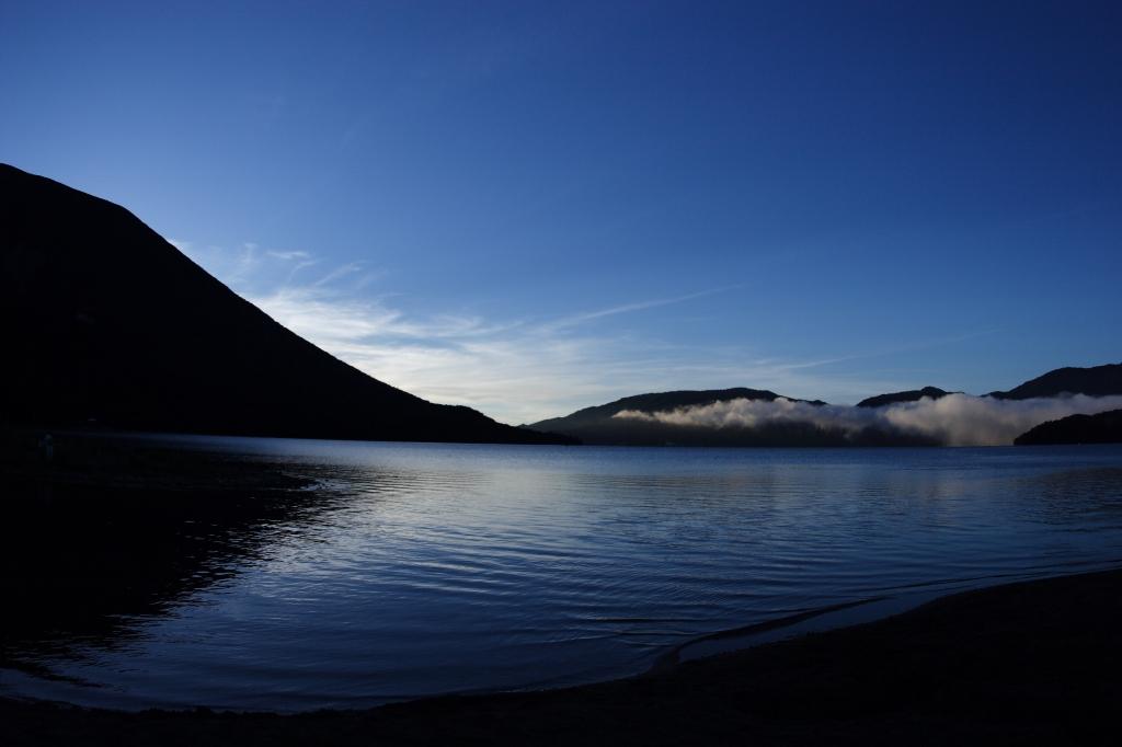 明け方の中禅寺湖