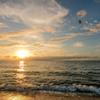 夏の海に日が落ちる