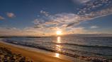 夏の海に日が落ちる 2