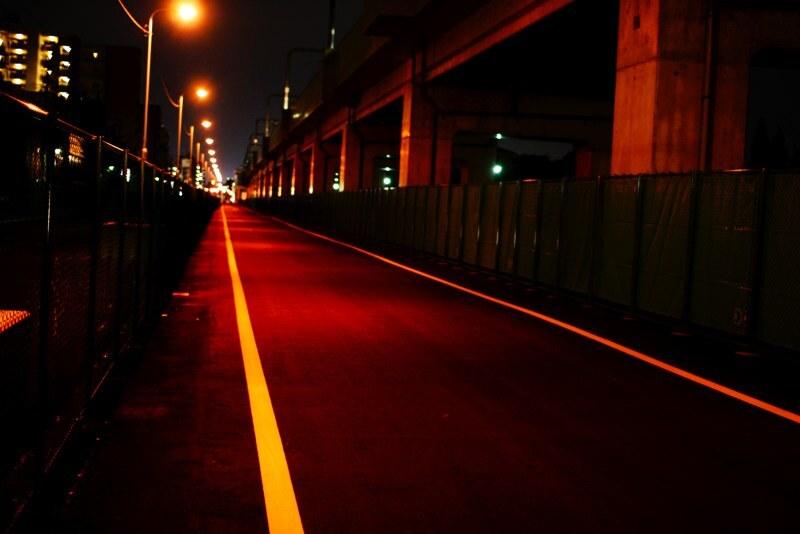 真っ赤な道路
