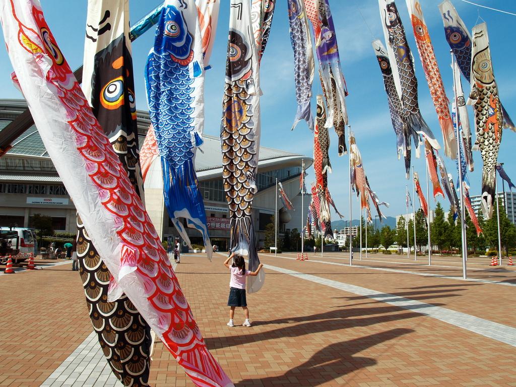 神戸ウィングスタジアムと鯉のぼり
