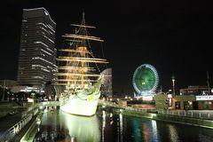 船と観覧車と静かな夜