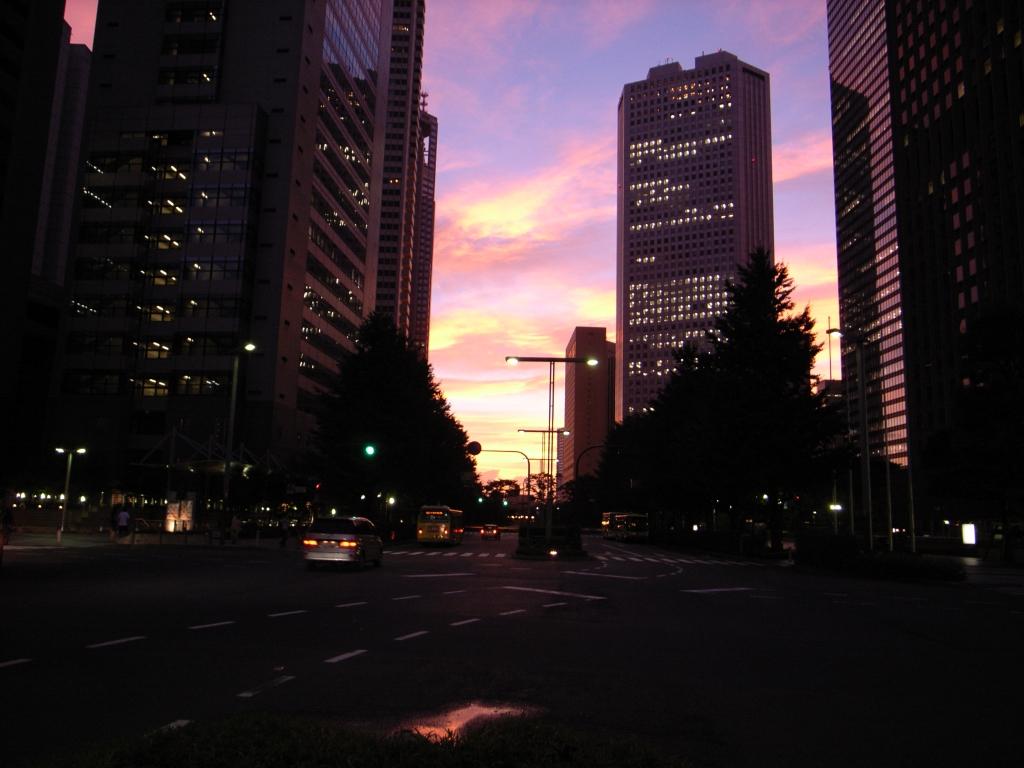 新宿副都心の夕暮れ