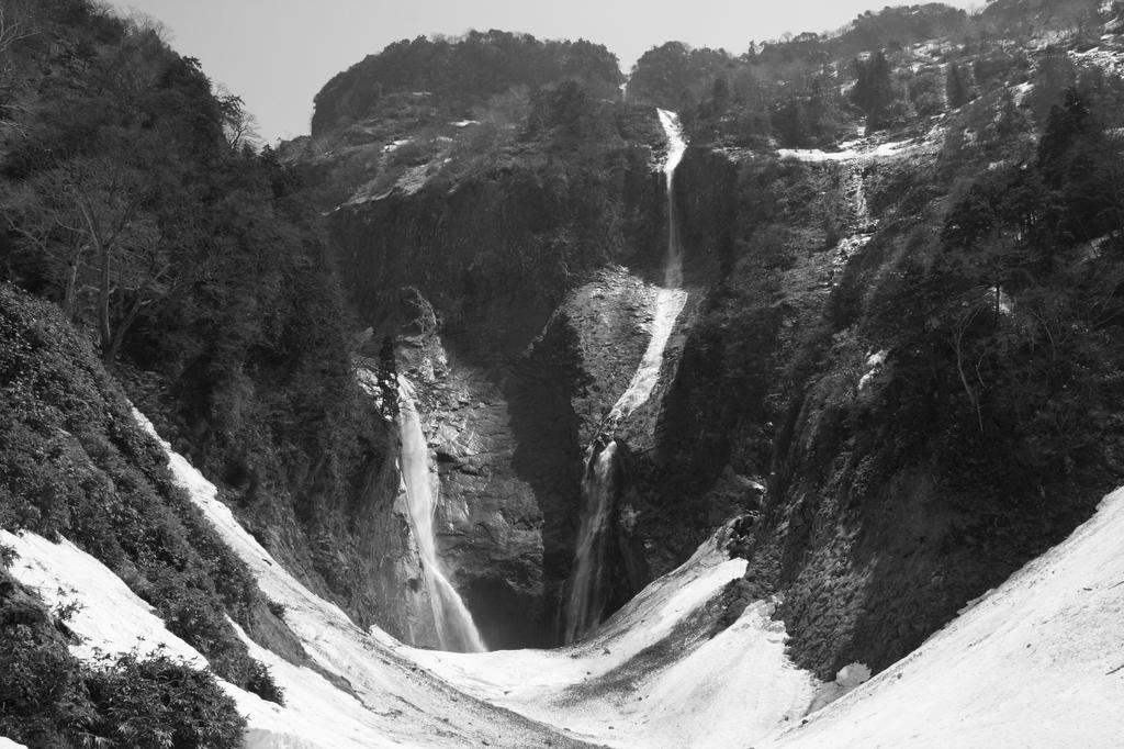 称名滝「モノクロ」